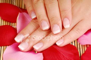hur får man vitare naglar