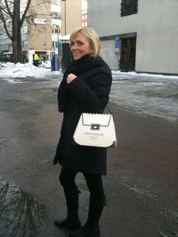 Handväska Och Handbagage : Handv?ska och chardonnay i ett en bitter blondins g