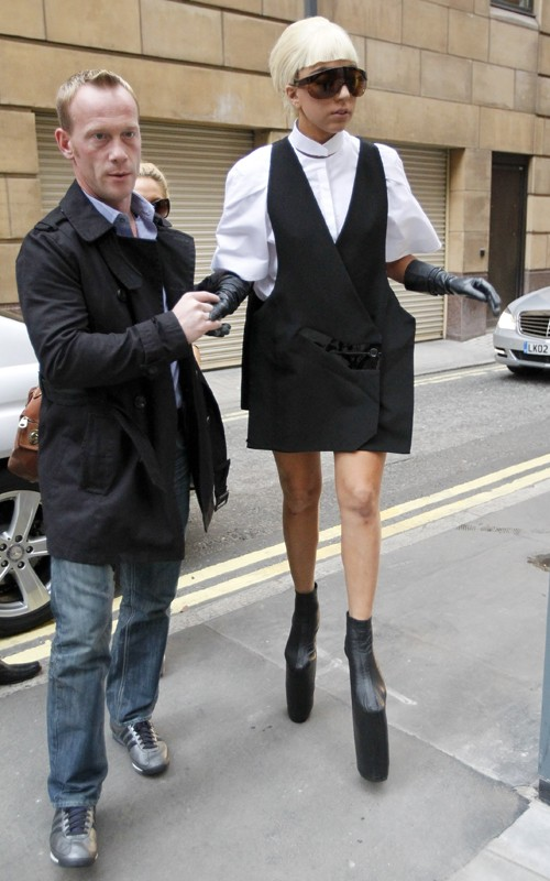 Lady Gaga förklarar sin köttklänning | En Bitter Blondins Blogg