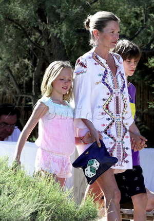 Kate Moss och dottern Lila Grace sightseear i St Tropez
