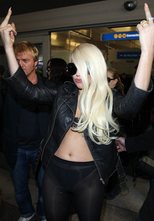 Lady Gaga sger hejd till Sydney och hello LA