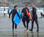Surfs up! Prinsarna William och Harry rider vågorna i Cornwall