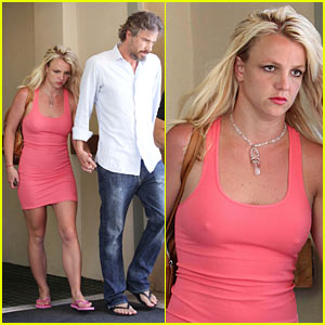 britney-spears-jason-trawick-holding-hands