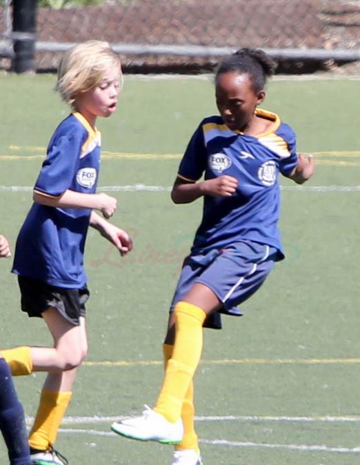 shiloh-zahara-spelar-fotboll