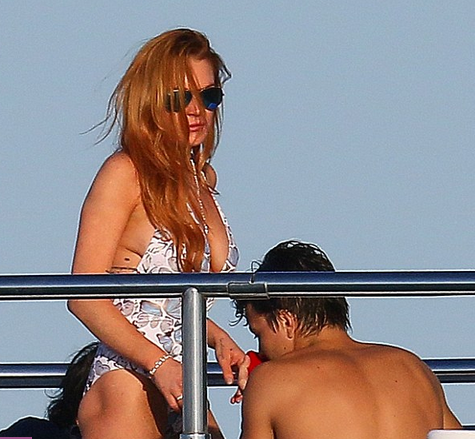 Lindsay-Lohan-Cannes-yacht