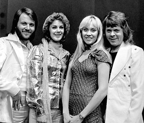 ABBA_-_TopPop_1974_5