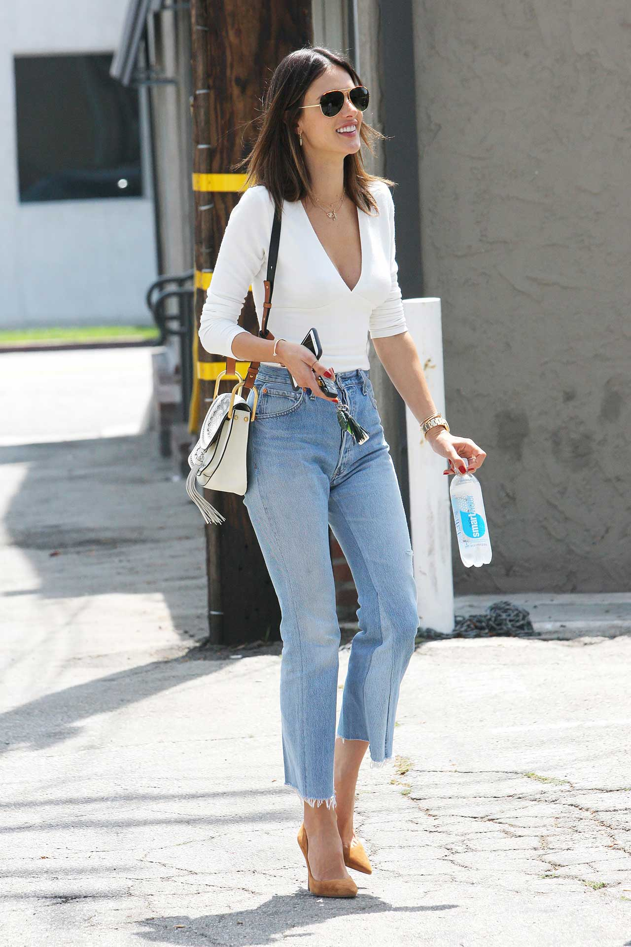 Alessandra-Ambrosio-REDONE-Levis-vintage-jeans-cropped-flare