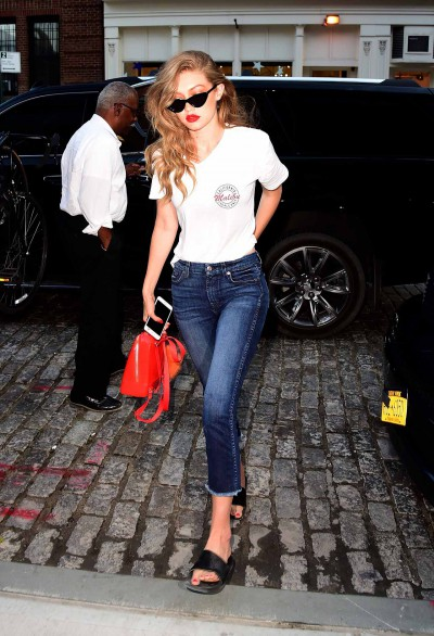 gigi-hadid-7-for-all-mankind-raw-hem-jeans