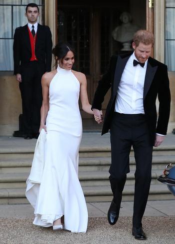 """5327ec988c6e Så jag tolkade hela Victoria Beckham-fantasin fel eftersom hertiginnan  Meghan av Sussex bar Stella McCartney istället. (Sin """"fest""""-klänning, den  första ..."""