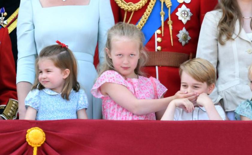 c6cf7f6ae60c Sjuåriga Savannah är den busigaste av drottning Elizabeths alla  barnbarnsbarn – det var hon som bl.a. höll för sin yngre kusin Georges mun  under ...