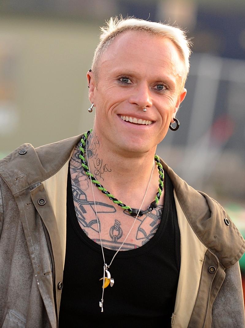 Som om inte dagen redan fyllts med obeskrivlig sorg så rapporterades det  idag att Prodigys sångare Keith Flint har dött pga självmord. Han blev bara  49 år. 4721ee4fc67c6